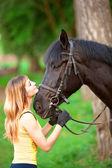 женщина и конь — Стоковое фото