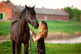 Donna e cavallo — Foto Stock