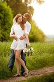 Retrato de una hermosa pareja de enamorados — Foto de Stock