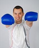Hombre con guantes de boxeo — Foto de Stock