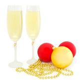 Bolas de Natal e a taça de champanhe — Fotografia Stock