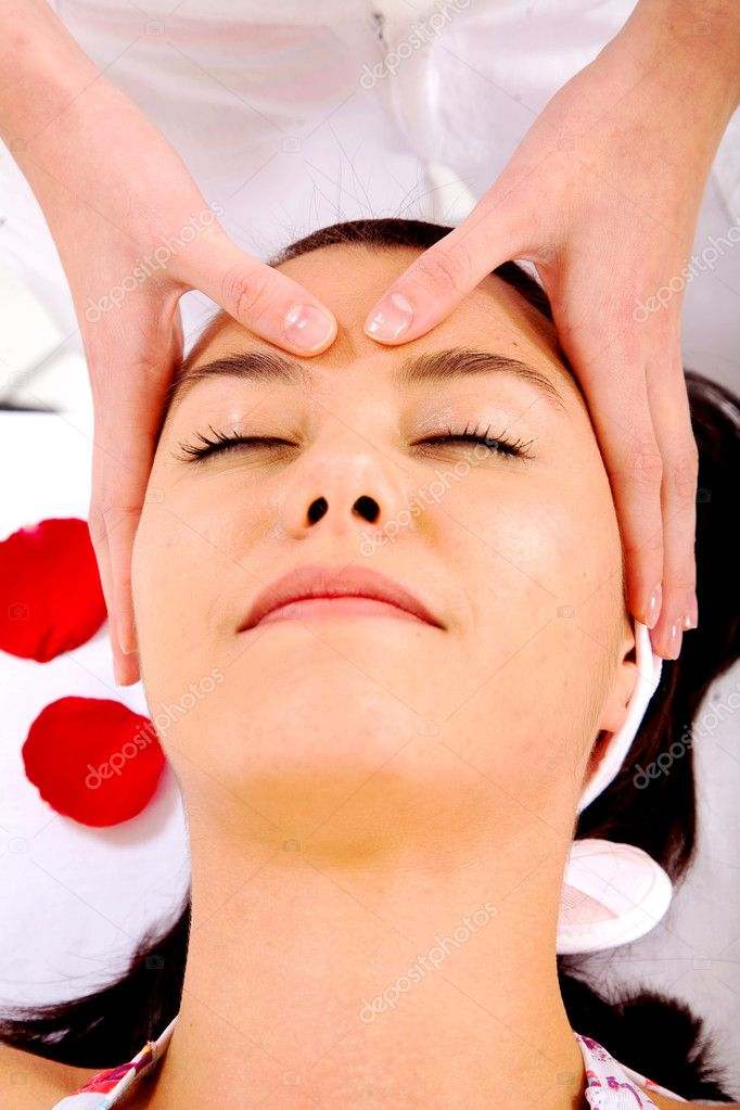 Girl looking relaxed while having a beauty facial massage — Stock Photo #7568490