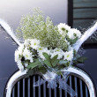 Flowers on wedding car — Stock Photo