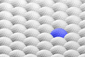Blue golf ball amongst many others — Foto Stock