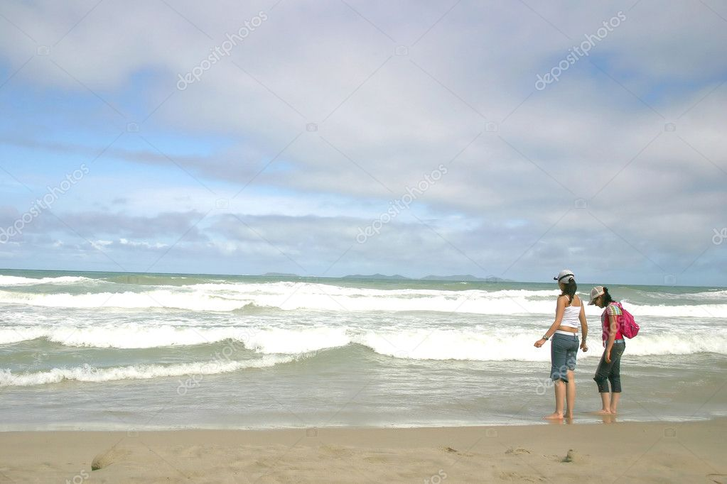 Girls having fun at a caribbean beach — Stock Photo #7633110