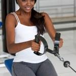mujer en el gimnasio — Foto de Stock   #7643131