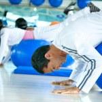 aula de Pilates em uma academia — Foto Stock #7643299