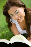 Beautiful girl reading a book — Stock Photo