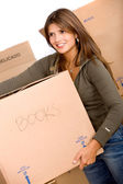 Femme portant une boîte — Photo