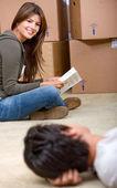 Par flyttar hem — Stockfoto