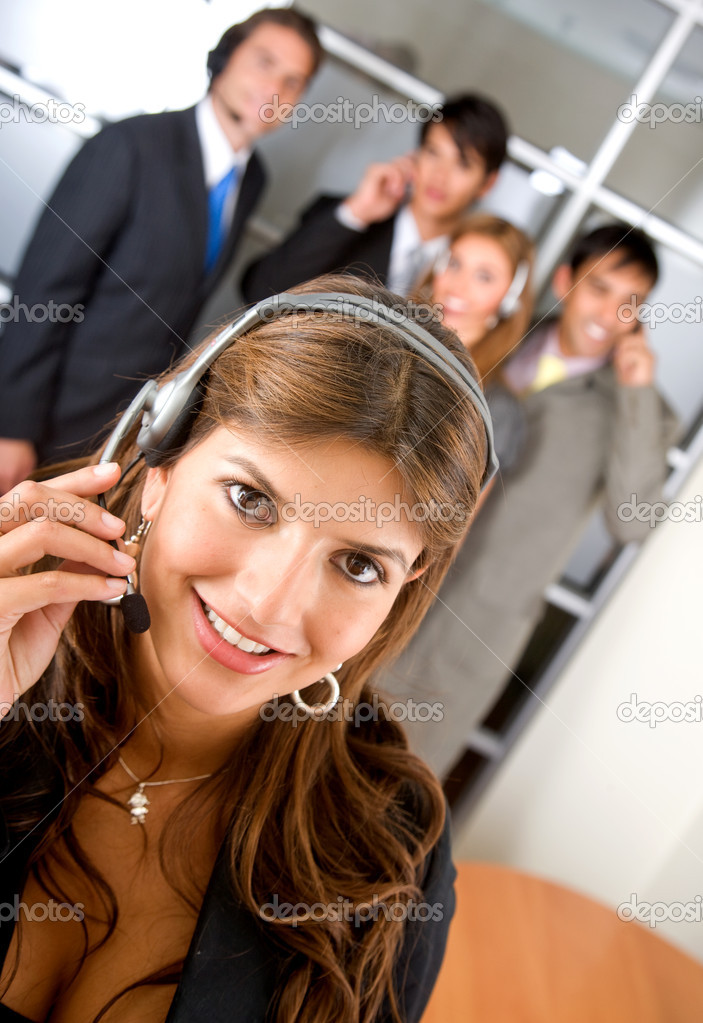 Business customer service woman smiling with her team behind — Stock Photo #7642741