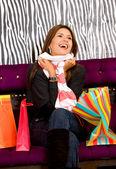 Donna felice con regalo — Foto Stock