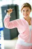 Female lifting free weights — Stock Photo