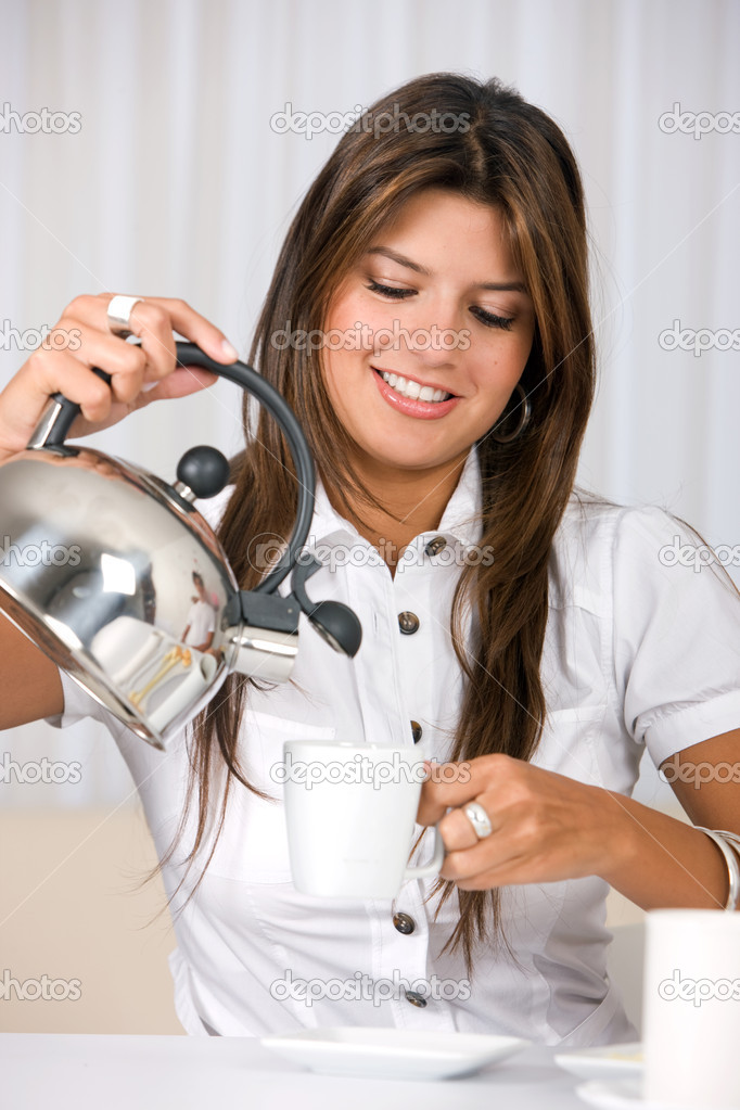 Casual woman at home having breakfast and smiling — Stock Photo #7654232