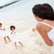 Beach family pulling a rope — Stock Photo #7703508