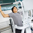 Mdoing chin ups — Stock Photo #7704107