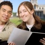 příležitostné studenti na univerzitě — Stock fotografie