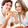 Couple eating pizza — Stockfoto