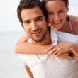 Couple at the beach — Stockfoto