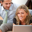 Business couple with laptop — Stockfoto