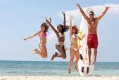Amigos en la playa — Foto de Stock