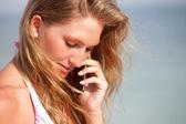 Bikini mujer por teléfono — Foto de Stock