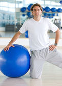 Turnhalle Mann pilates — Stockfoto