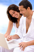 Couple on a computer — Stockfoto