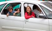 семья в автомобиле — Стоковое фото