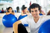 男性在健身房 — 图库照片