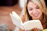 Relaxed woman reading — Stock Photo