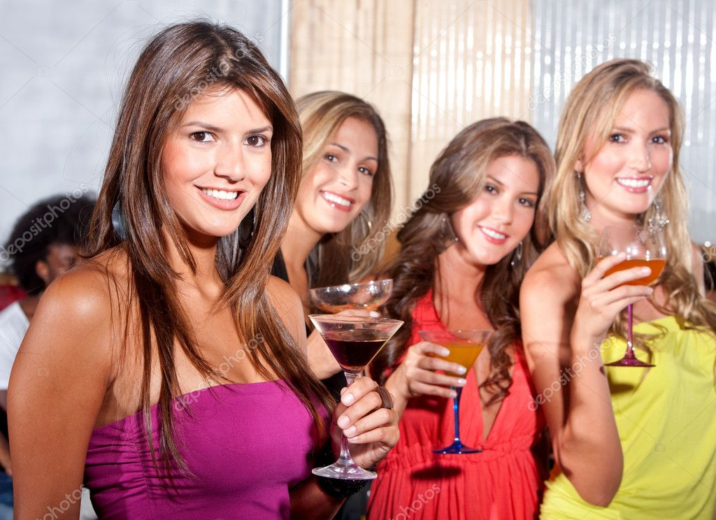 Group of happy girls smiling at a party with some cocktail drinks — Stockfoto #7701691