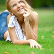 Beautiful woman at the park — Stock Photo
