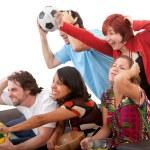 amici, guardare il calcio — Foto Stock
