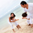 Family pulling a rope — Stock Photo #7732369
