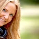 retrato de mulher ao ar livre — Foto Stock