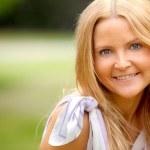 menina bonita sorrindo — Foto Stock