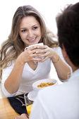 Coppia, mangiare a colazione — Foto Stock