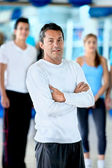 Gym man in front of a group — Stock Photo
