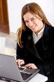 Affärskvinna som arbetar — Stockfoto