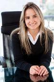 Mujer de negocios sentado — Foto de Stock