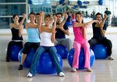 Bir spor salonunda Pilates sınıfı — Stok fotoğraf