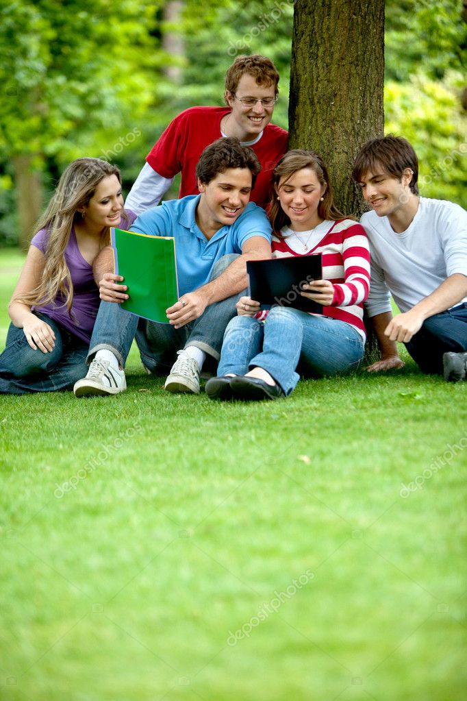 Happy group of casual outdoors smiling — Stock Photo #7736434