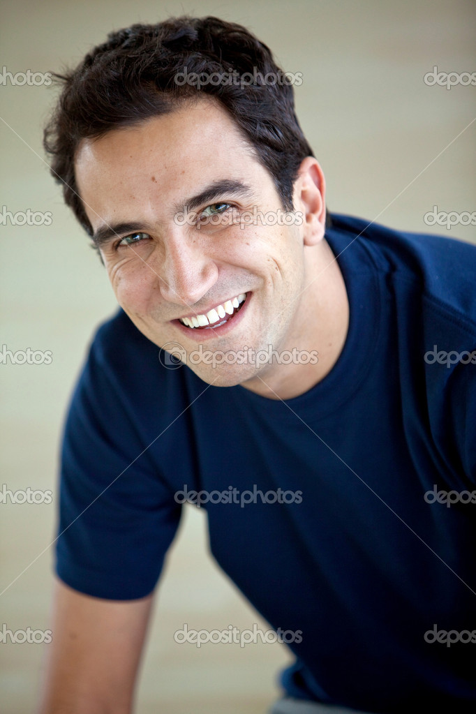 Portrait of a handsome casual man smiling — Stock Photo #7739310