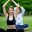 Couple doing yoga — Stockfoto