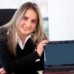 Business woman displaying laptop — Stock Photo