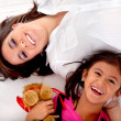 Foto Stock: Mom and daughter lying