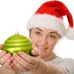 schöne Santa hält eine Weihnachtskugel — Stockfoto