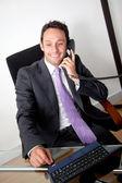 Uomo d'affari al telefono — Foto Stock