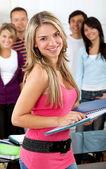 Kobieta studentów w grupie — Zdjęcie stockowe